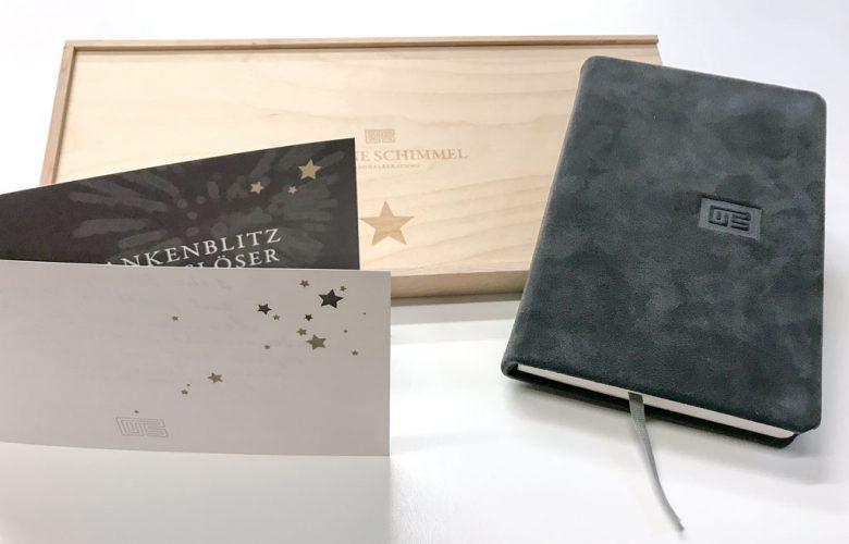 yvonne-schimmel-personalberatung_Portfolio_advents-aussendung-2019_holzbox-notizbuch-karte_rheinweiss_2